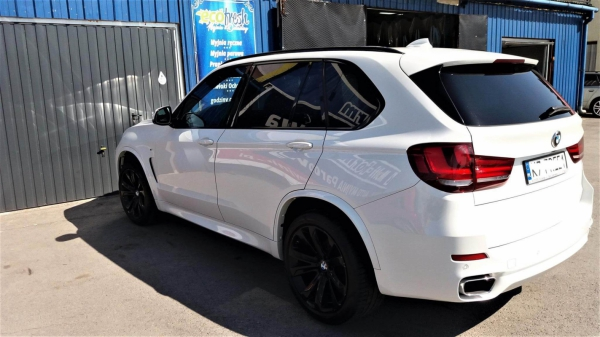 BMW X5 Details